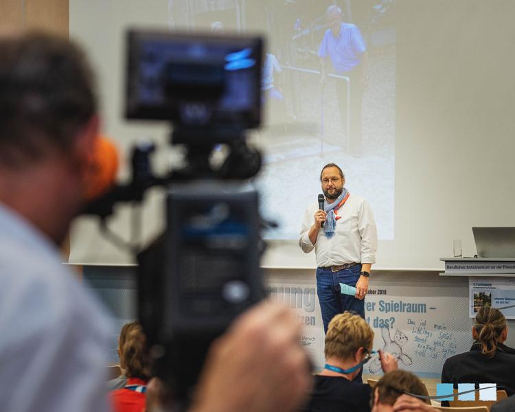 Eröffnung der 3. Fachtagung zur Kindersicherheit durch Peter Schraml | Massstab Mensch | München, 18.10. bis 20.10.2019 | Schwerpunktthema: Inklusiver Spielraum – wie geht das?