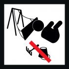<strong> Будь ласка, не залишайте речі на спеціальних поверхнях пом'якшуючих падіння дітей.</strong><br>Підлога між окремими структурними елеменами обладнання дитячого майданчика має амортизуючі властивості, що захищає дітей від травм при падінні. Тверді, гострі або жорсткі предмети, такі як іграшки, каміння, гілки і т. п., в цій особливій зоні не тільки обмежують цей ефект покриття, але і збільшують ризик отримання травми. Переконайтеся, щоб в цих місцях не було подібних предметів або видаліть їх.