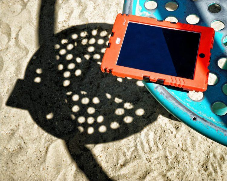 Software für Spielplatzprüfung – Spielplatzkontrolle: ZeitpadXT. Eingabe mit dem iPad, auch im rauen Einsatz vor Ort gut geschützt.